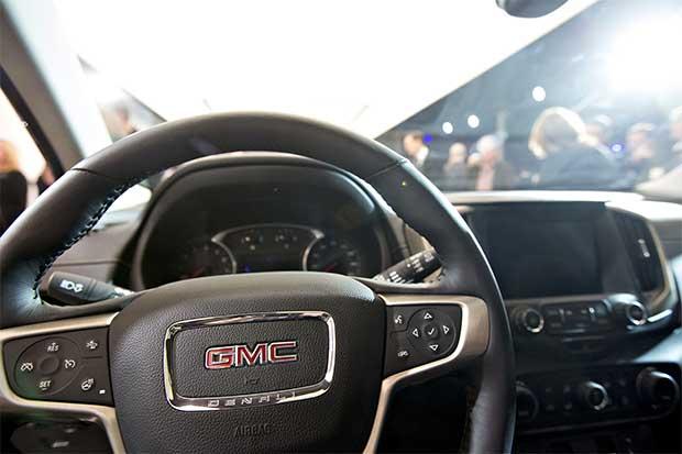 General Motors y Mastercard quieren que sea su auto el que pague