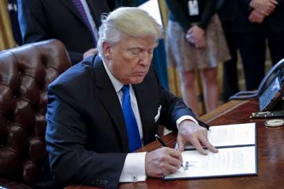 Trump presentará planes para muro en frontera con México
