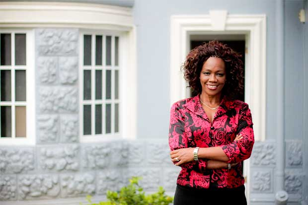 Epsy Campbell propone proyecto para frenar irresponsabilidad financiera en sector público