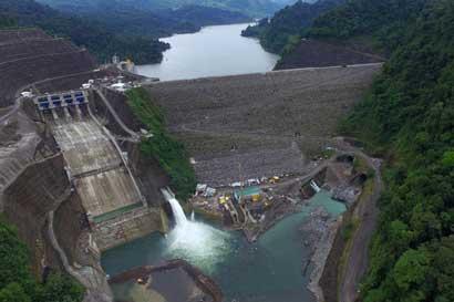 Presa de Planta Hidroeléctrica Reventazón opera según lo esperado