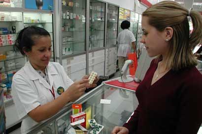 Propietarios de Farmacias Fischel adquieren La Bomba