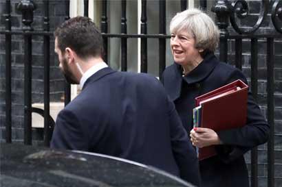 Ley de Brexit pasa primera prueba; advierten a May de conflictos