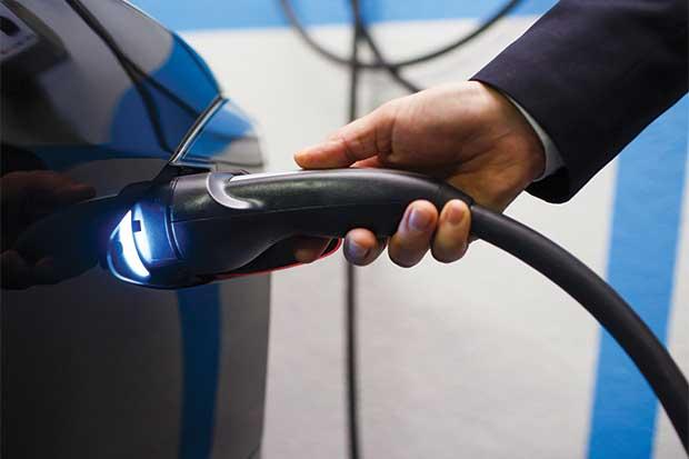 Autos eléctricos podrían afectar seriamente el mercado petrolero