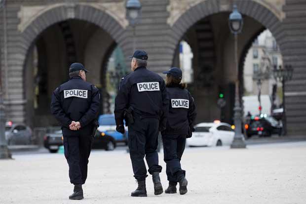 Ataque en Louvre mantiene terrorismo en el centro de campaña electoral