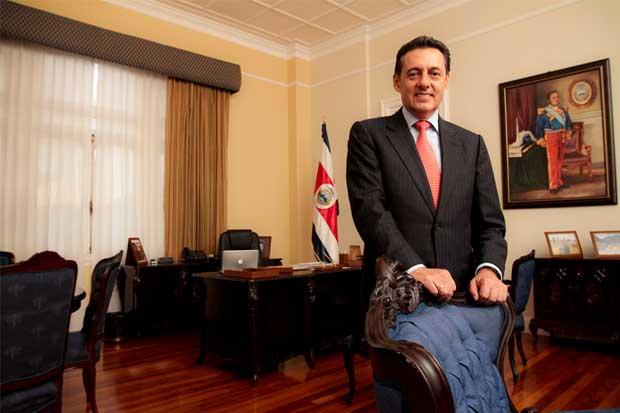 Álvarez Desanti cuestiona a Ministro de Obras Públicas