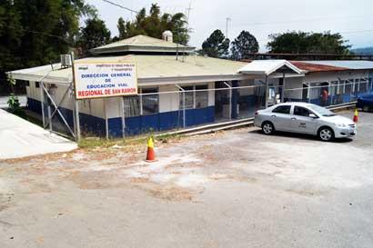Usuarios insisten en renovar licencia en La Uruca pese a otras sedes fuera de San José