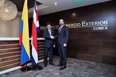 País busca acercamiento con Colombia tras negociar TLC