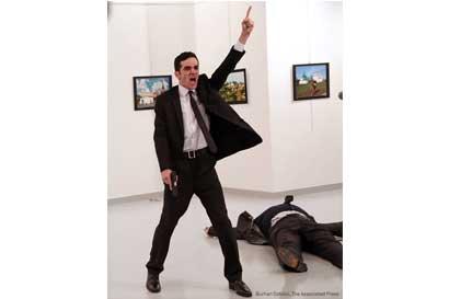Imagen del asesino del embajador ruso en Turquía ganó premio a mejor foto del año