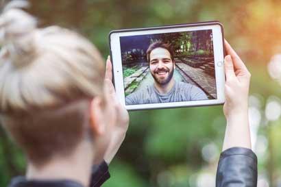 Aplicaciones ayudan a mantener el amor a distancia