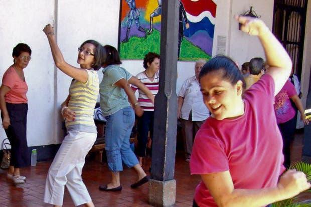 Adultos mayores de Alajuela disponen de talleres para ejercitarse