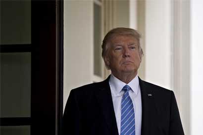 Legisladores demócratas apoyan demanda contra orden de Trump