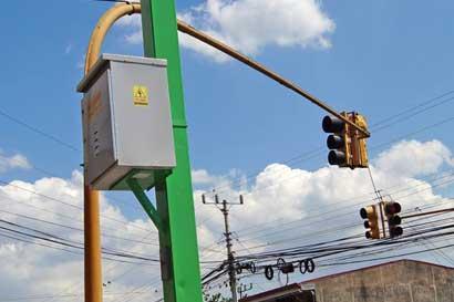 76 nuevos semáforos funcionarán con energía solar