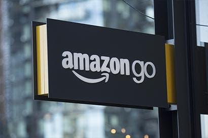 Wal-Mart desafía a Amazon gracias a auge de ventas en líneas