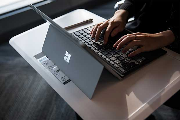 Reguladores de la UE investigan a Microsoft por Windows 10