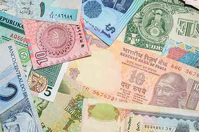 Monedas en cinco continentes apuntan a riesgos para alzas