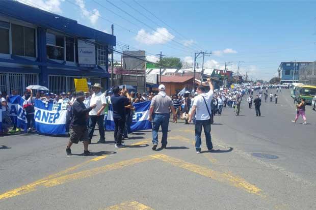 Policías se manifestaron en contra de nuevo horario
