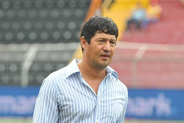 Carmelita cesa a su técnico Vinicio Alvarado