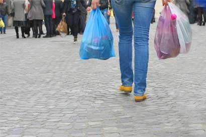 Cartago busca reducir uso de bolsas plásticas