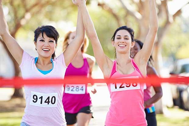 Mujeres viven su fiesta corriendo