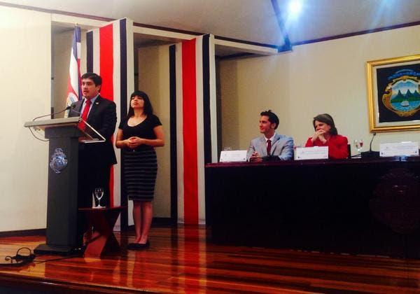 Carlos Alvarado promete gabinete paritario