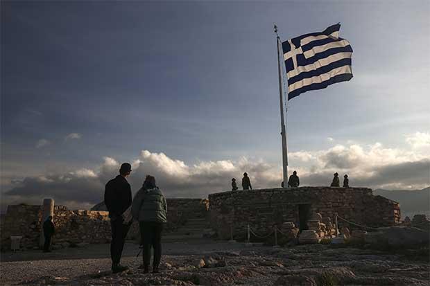 Tensión griega pone en peligro incipiente recuperación bancaria