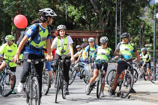INS inauguró dos parqueos para bicicletas