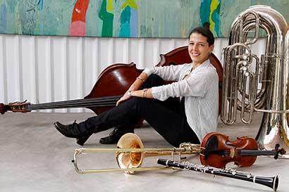 Gabriela Mora Fallas a la batuta de la Orquesta Sinfónica Nacional