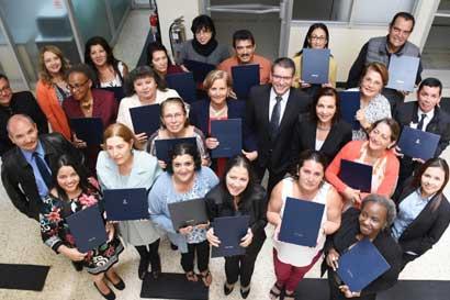 Adultos mayores se graduaron del curso de emprendimiento del TEC