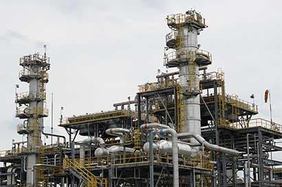 Arabia Saudita y Rusia hacen frente común en recortes de crudo