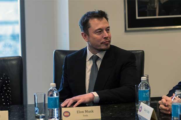 Tesla completa proyecto de baterías de energía solar en Hawái