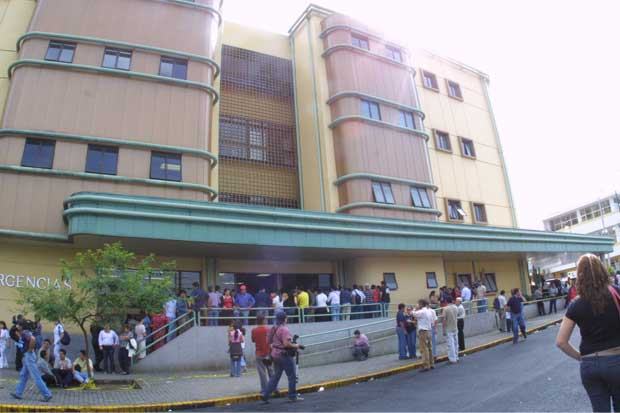 Hospital Calderón Guardia adquirió 400 butacas para Consulta Externa