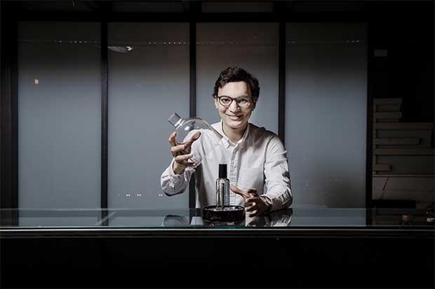 Pernod logró combinar vodka y caviar en una botella bajo el nombre L'Orbe