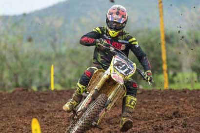 Roberto Castro lidera competencia de motocross en Guatemala
