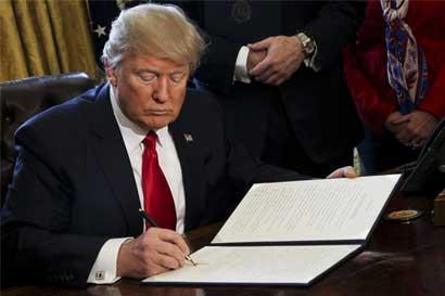 Gobierno de Trump argumenta contra bloqueo a veto a viajes