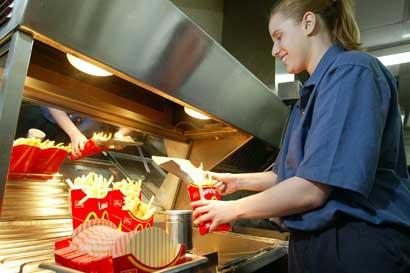 Arcos Dorados promueve inserción laboral para jóvenes