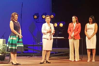 Gobierno reconoció labor de tres mujeres costarricenses