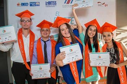 Casi 8 mil jóvenes se beneficiaron con Empleate durante 2016