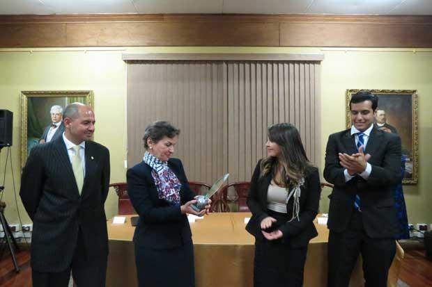 Christiana Figueres recibió Premio Manuel María de Peralta