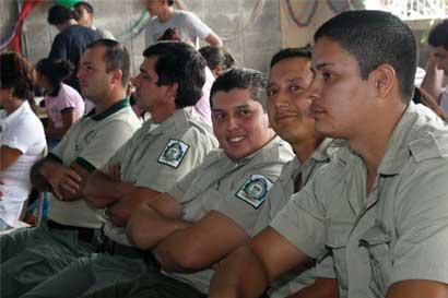 Custodios de cárceles del OIJ muestran indignación por problemas con contratos laborales
