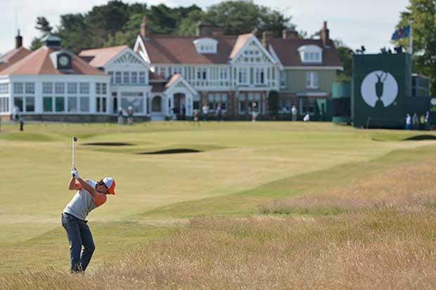Aceptan mujeres en club de golf 273 años después