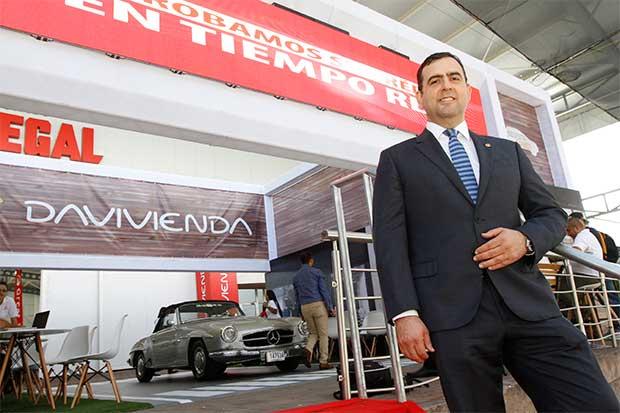 Bancos ofrecen incentivos para atraer clientes en Expomóvil