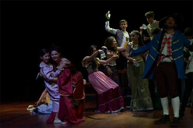 """Jóvenes dan vida a obra """"Les Miserables"""""""