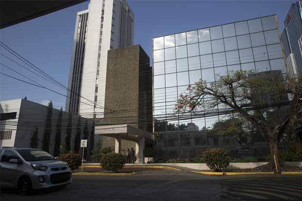 """Hacienda encuentra 120 vinculados con """"Panama Papers"""""""