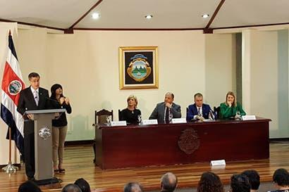 Ejecutivo y municipalidades firman acuerdo para garantizar acceso a la información