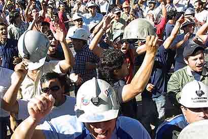 Mina lucha por evitar título de huelga más larga de Chile