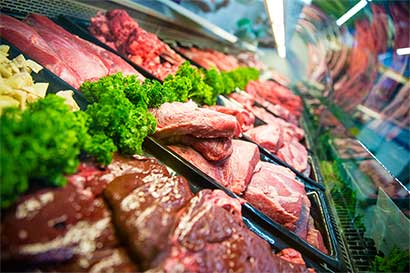 Escándalo en Brasil deja contenedores de carne varados en el mar