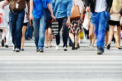 No hace falta un muro: demografía latina reducirá inmigración