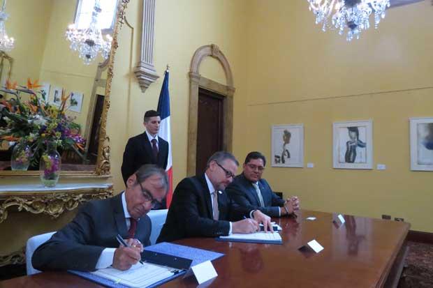 Costa Rica y Francia firmaron acuerdo de servicios aéreos