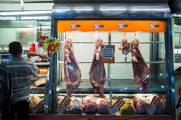 JBS podría reanudar producción de carne de res en Brasil