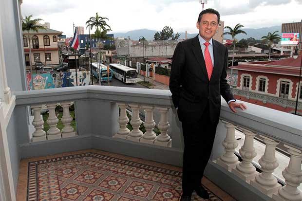 Encuesta da victoria a Álvarez a cuatro días de la convención